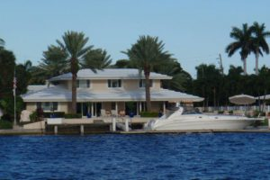 Waterfront home Fort Lauderdale with Searay docked